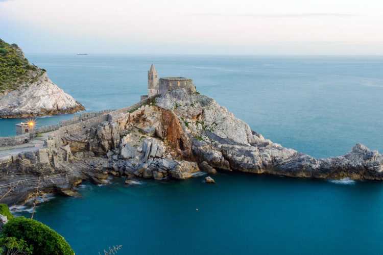 Pubblicità Tim 2019 - la Chiesa di San Pietro a picco sul golfo dei Poeti nel Borgo di Porto Venere in Liguria